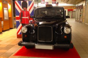 taxi anglais TaxiFun exposition commerciale grande surface Groupe Cora Pacé Rennes semaine so british marketing publicité