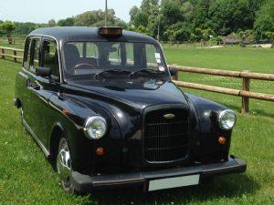 taxi anglais noir rose blanc TaxiFun location voiture de mariage événement