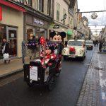 """Le """"Taxi Blanc"""" de TaxiFun est la voiture du Père Noël à Montargis."""