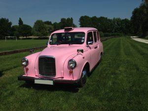 Le seul taxi anglais rose de France taxiFun location taxi anglais événements mariage anniversaire enterrement de vie de jeune fille