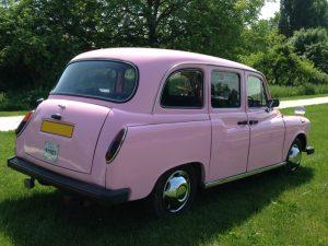le seul taxi anglais rose de France location taxi anglais événement rose pink original girly mariage anniversaire enterrement de vie de jeune fille