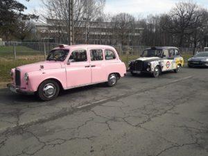Autodrome Linas Montlhéry taxifun taxi anglais rose TaxiFun Car événement UTAC