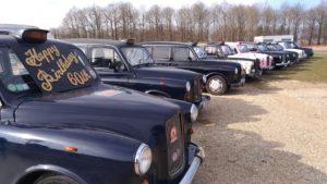 60 ans du taxi anglais Montlhéry François Allain, TaxiFun Car taxi anglais rose événement happy birthday