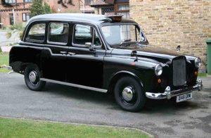 location taxi anglais Austin FX4 classique taxi anglais noir Black cab de Londres