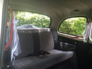 voiture de mariage taxi anglais blanc decoration de mariage tulle noeuds voiture de mariage avec chauffeur location taxi anglais taxis anglais France TaxiFun