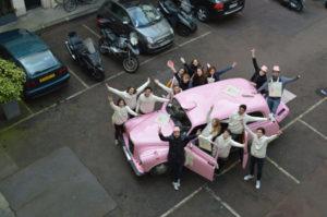taxi anglais rose unique en France Gemmyo jeune joaillier Paris Fashion-Week team-car événement street-marketing