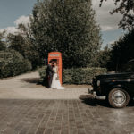 Mariage en taxi anglais noir avec chauffeur