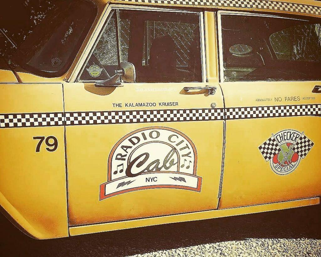 taxi new yorkais location taxi new yorkais yellow cab Checker Marathon happy birthday 40 ans yellow cab communication publcité marketing street marketing evenement
