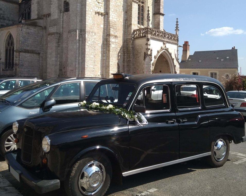 Black Cab taxi anglais mariage location taxi anglais wedding Cathédrale de Blois