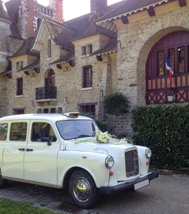 taxi anglais blanc voiture de mariage Abbaye Royale Notre Dame de Cercanceaux location taxi anglais Cathédrale d'Auxerre