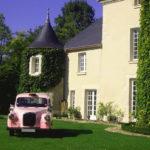 taxi anglais rose unique en France location taxi anglais mariage wedding black cab rose événement