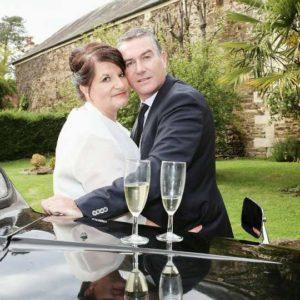 TaxiFun Black Cab avec mariés et champagne vin d'honneur location voiture de mariage avec chauffeur