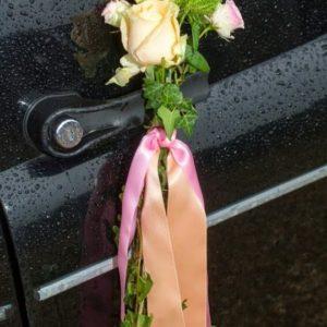 TaxiFun Martiage en taxi anglais noir avec chauffeur mariage pluvieux mariage heureux