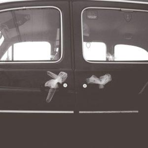 TaxiFun- Nostalgique Black Cab taxi anglais de Londres décoré aux tulles blancs pour le mariage location voiture de mariage avec chauffeur