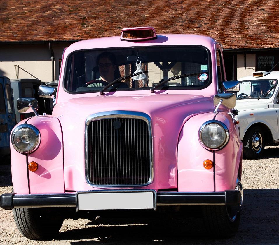 TaxiFun taxi anglais noir black rose unique en France Pink Lady journée détente événements d'entreprise