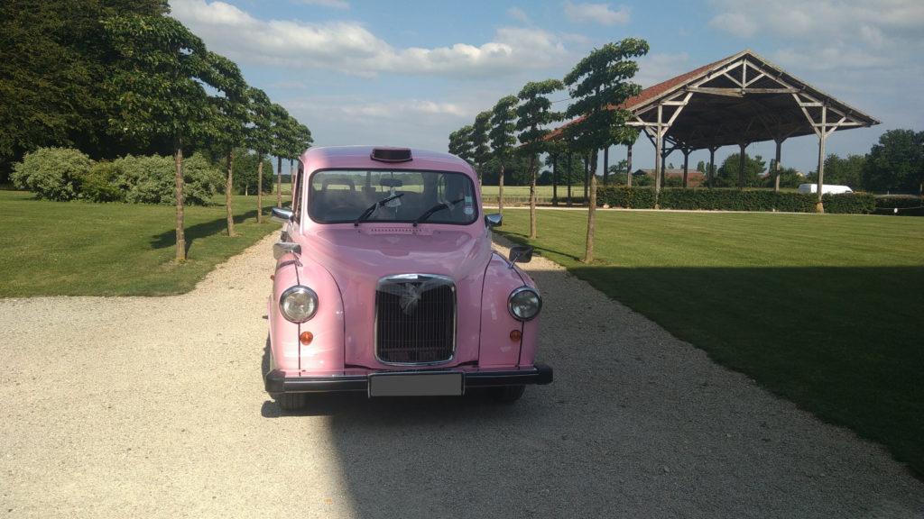 TaxiFun Mariage en taxi anglais rose avec chauffeur