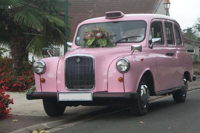 taxi anglais rose voiture mariage original