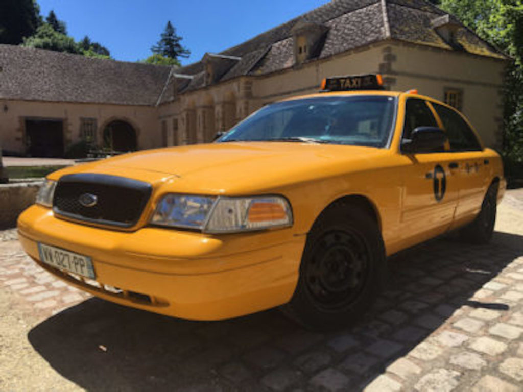 taxi new yorkais jaune crown victoria