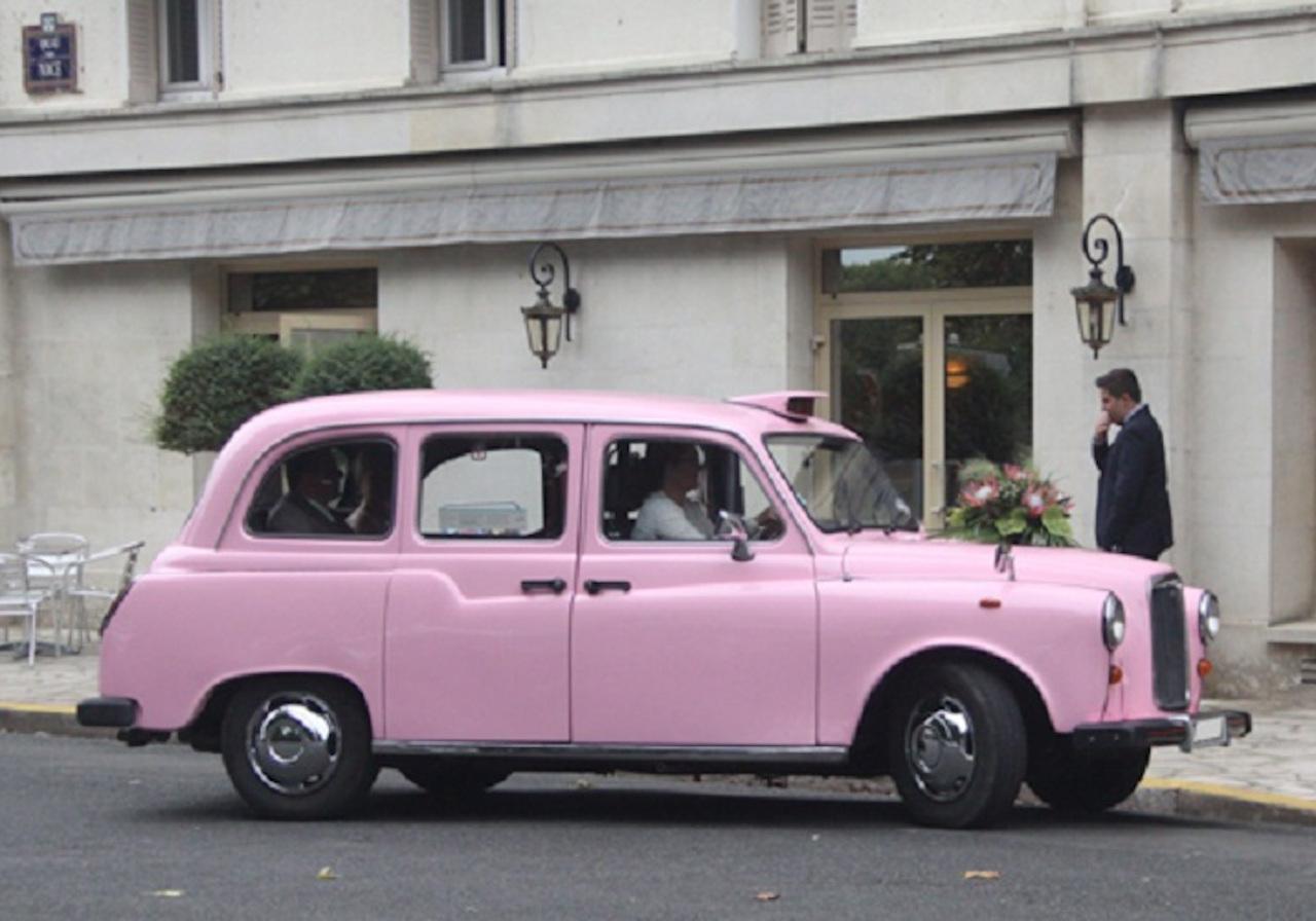 taxi-anglais-rose-location-avec-chauffeur-voiture-de-mariages