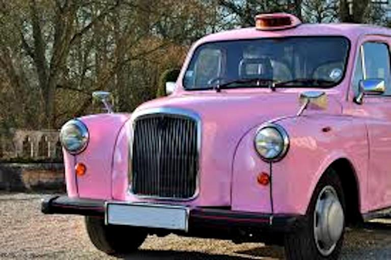 taxi anglais rose rétroviseurs chromés personnalisation taxis anglais