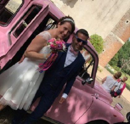 Le seul taxi anglais rose de France est chez TaxiFun voiture de mariage avec chauffeur