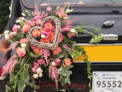 """Le """"Taxi Wendy"""" de TaxiFun avec une décoration de mariage"""