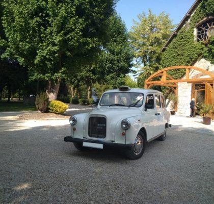 taxi anglais blanc voiture de mariage Abbaye Royale Notre Dame de Cercanceaux location taxi anglais