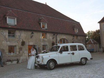 """Le """"Taxi Blanc"""" de TaxiFun avec les mariés"""