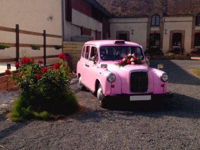 """Le """"Taxi Rose"""" de TaxiFun de mariage"""